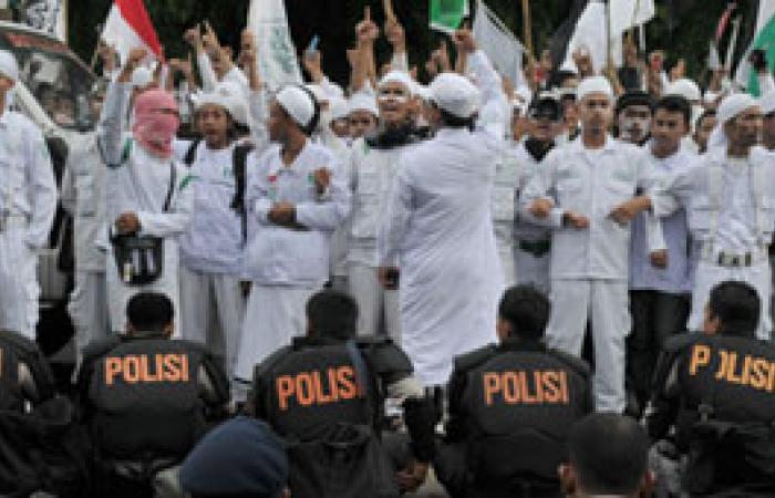 عمال اندونيسيون يحتجون أمام قنصلية بلادهم فى السعودية