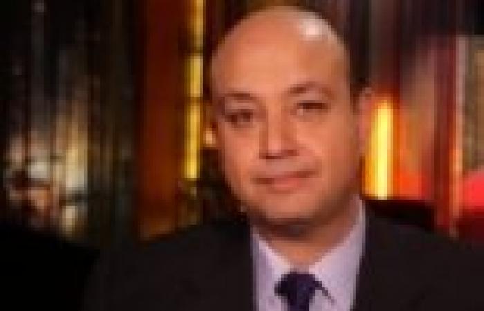 عمرو أديب ساخرا من التصفيق لهشام قنديل: تحس إن مهاتير محمد داخل القاعة