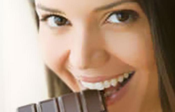دراسة: تناول الشيكولاتة بكثافة يزيد مخاطر الإصابة بأمراض القلب فى الكبر
