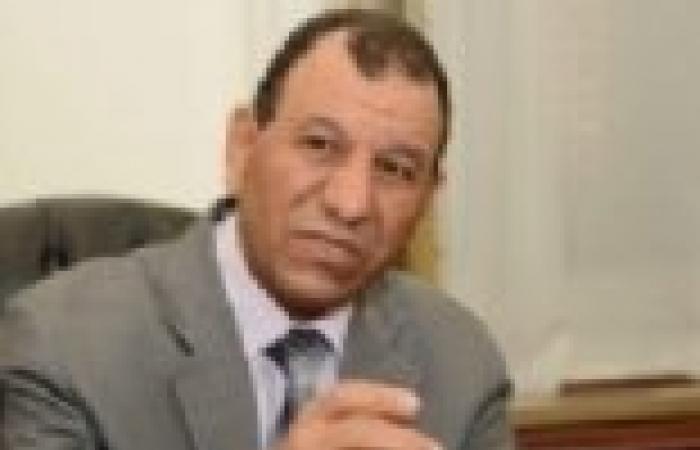 موظفو ديوان وزارة التعليم يتظاهرون للمطالبة بصرف مكافآت الامتحانات