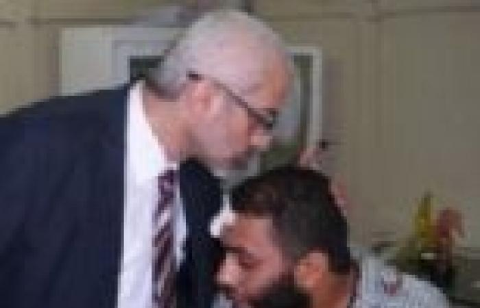 بالصور  وزير الثقافة يزور مؤيديه المصابين بمستشفى العجوزة