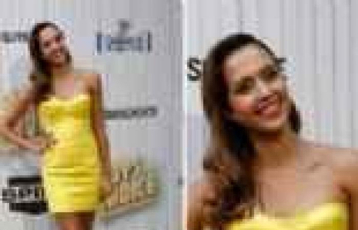 """بالصور  جيسيكا ألبا تلفت الأنظار بفستان أصفر قصير في حفل """"سبايك"""""""