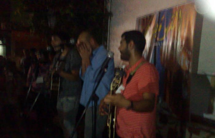 """فريق """"لايك جيلى"""" يعيد مشاعر ثورة يناير لشباب بورسعيد بمقهى المشربية"""