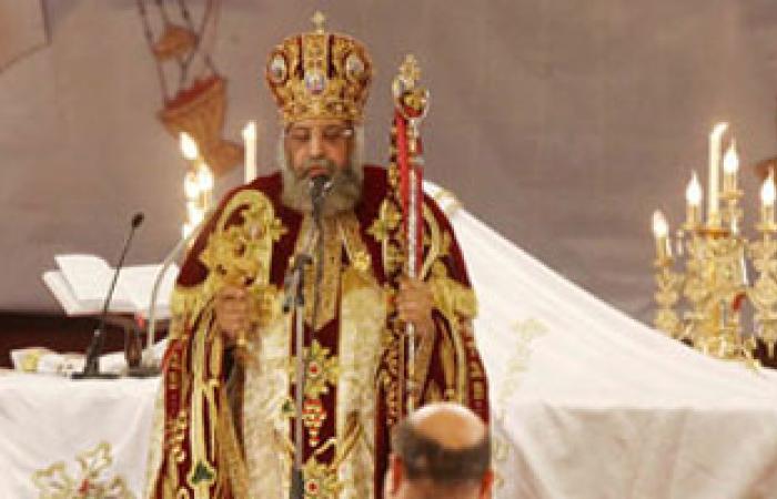 """أقباط """"طنط الجزيرة"""" يطالبون البابا تواضروس بعودة القمص كيرلس لكنيسة القرية"""