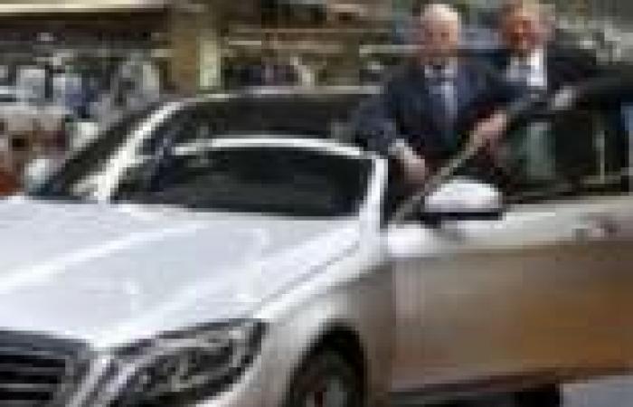 """""""مرسيدس بنز"""" تعلن عن خروج أول سيارة من خط التجميع الجديد"""
