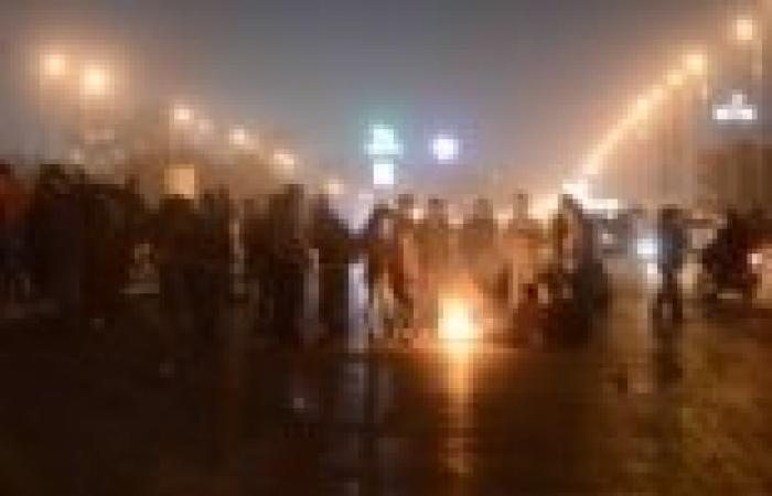 نشطاء يقطعون كوبري أكتوبر اعتراضا على حبس أصدقائهم