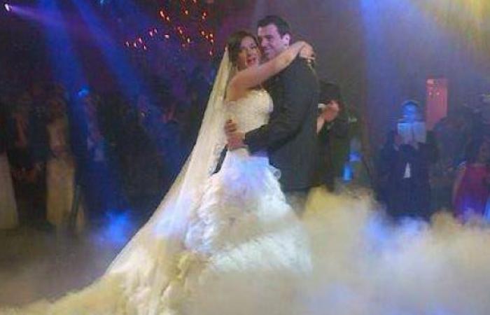 فستان زفاف دنيا سمير غانم يخطف الأنظار