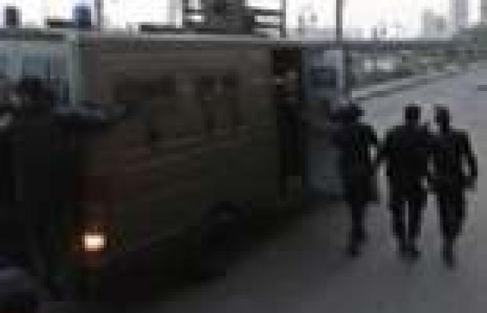 أفراد شرطة في زي مدني ينتشرون حول محيط سميراميس