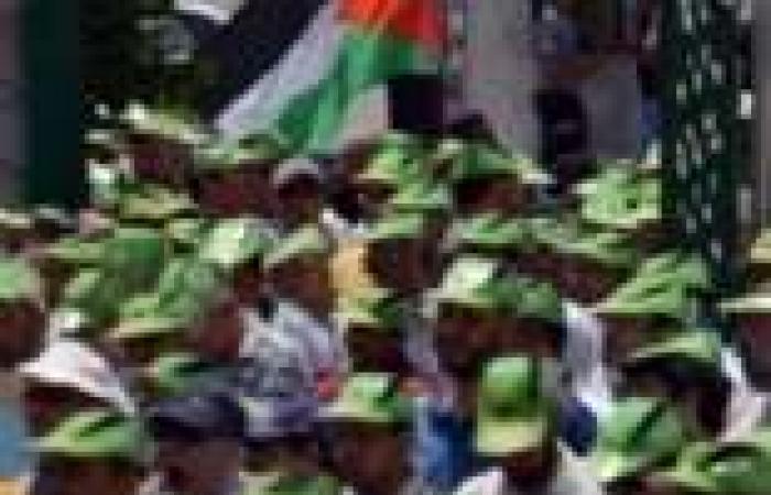 """شباب """"الإخوان"""" يتوافدون على استاد القاهرة لدعم الثورة السورية"""