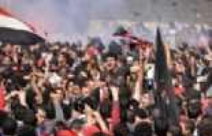 """مشادات أمام السفارة السورية قبل إغلاقها.. وسوريون: القرار """"غبي"""""""