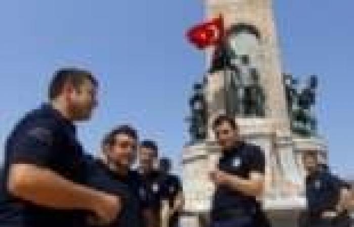 أردوغان يلتقى «مشعل وهنية».. و«مكافحة الشغب» التركية تداهم مقرات وسائل الإعلام