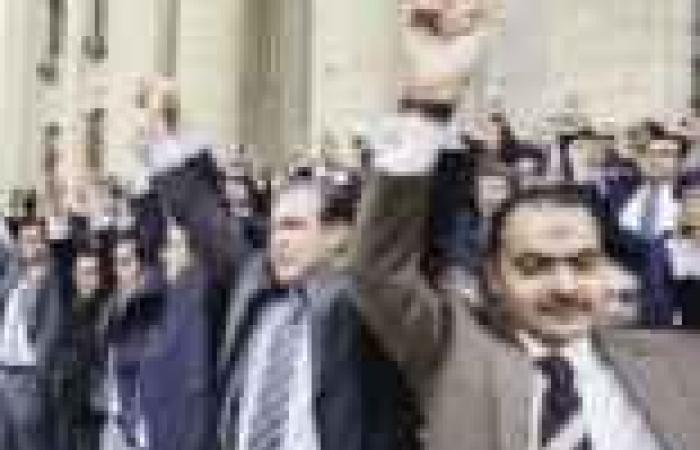 «شباب القضاة والنيابة» تدعو قضاة الأقاليم للمشاركة فى الوقفة الاحتجاجية السبت ويؤكدون: القضاء يساند الشعب