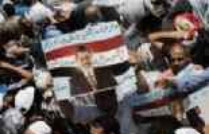 """""""الإخوان"""" يحرّفون بيت """"شوقي"""" في مظاهرات """"رابعة"""": وما نيل الرئاسة بالتمرد ولكن يؤخذ الكرسي انتخابا"""