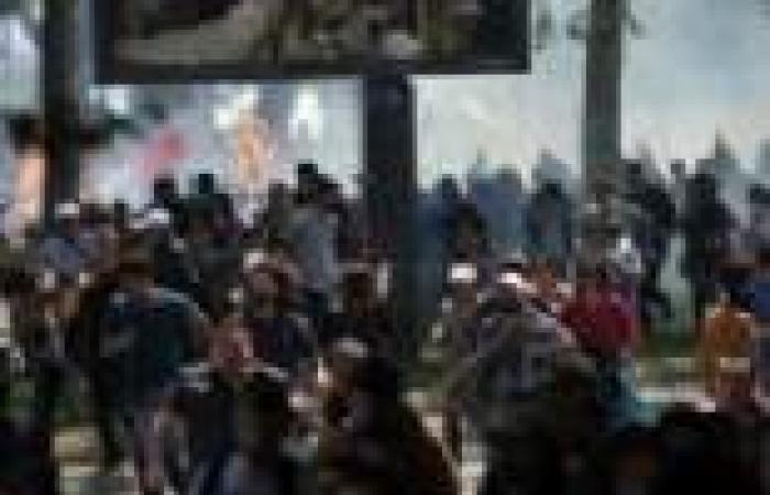 """مدنيون فى صفوف الشرطة أمام """"سميراميس"""" فى اشتباكات كورنيش النيل"""