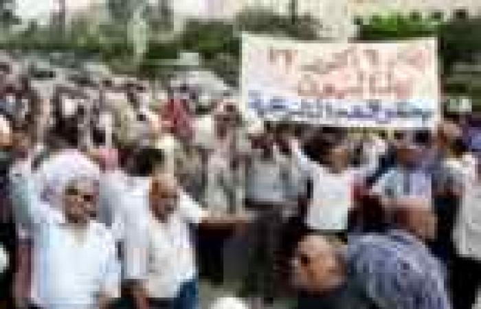 """منصة اعتصام """"الدفاع"""" تطالب المتظاهرين بتقديم بلاغات ضد الرئيس بتهمة هروبه من السجن"""