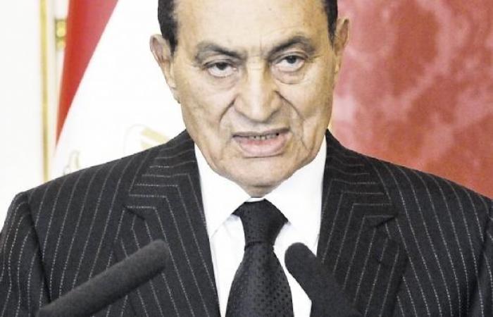 """حسين كمال: مبارك طلب استبدال كلمة """"تنحي"""" بـ""""تخلي"""" عن الحكم في بيان سليمان"""
