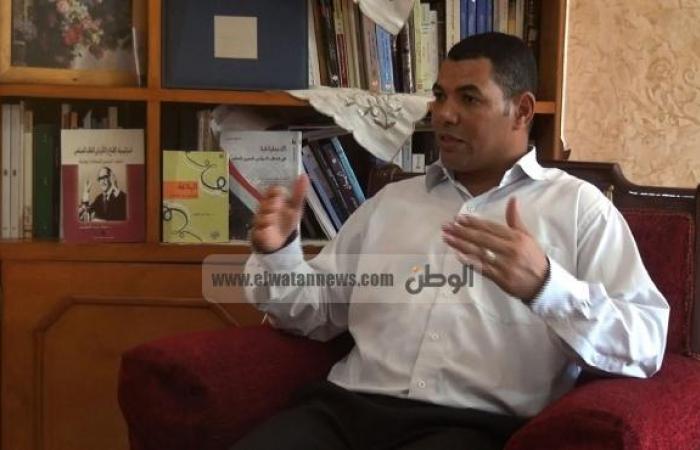 """أستاذ تحليل الخطابات السياسية: الأجزاء المنطوقة بالعامية في خطاب مرسي """"مكتوبة مسبقا وليست مرتجلة"""""""