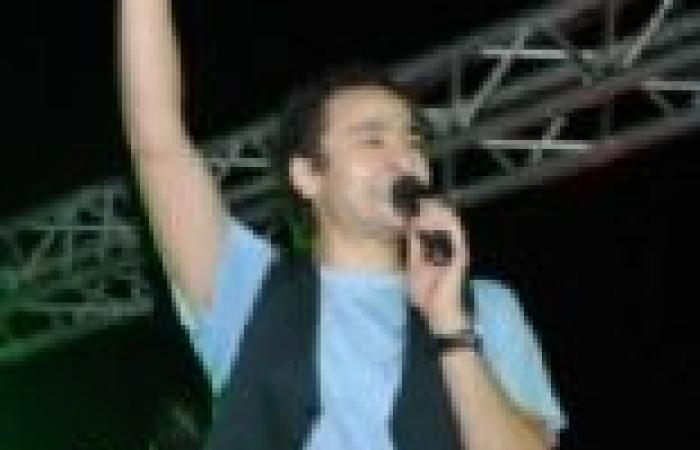 بالصور| حمادة هلال يحيي حفل الذكرى العشرين لمدارس الخطيب في نادي الرواد