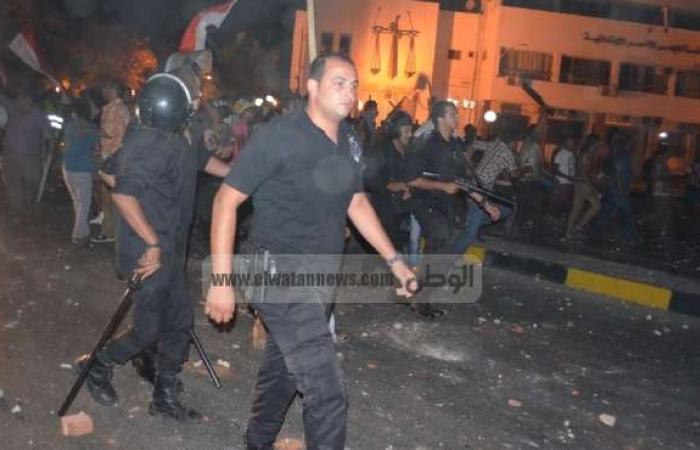 """مؤيدو مرسي يحطمون محال """"خالد بن الوليد"""" بالإسكندرية ويمنعون المواطنين من الاحتفال"""