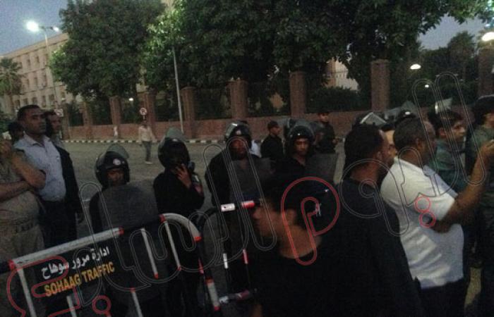 بالصور.. وصول مؤيدى مرسى ديوان عام محافظة سوهاج وسط وجود أمنى مكثف