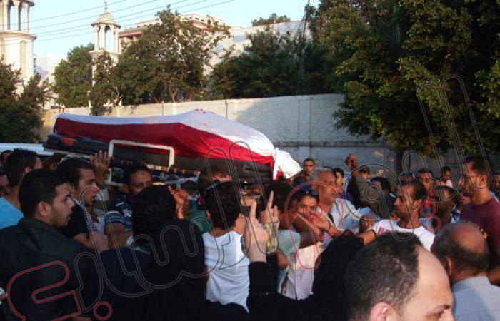 بالصور..أهالى الإسماعيلية يشيعون جثمان إسلام جمال شهيد الاشتباكات