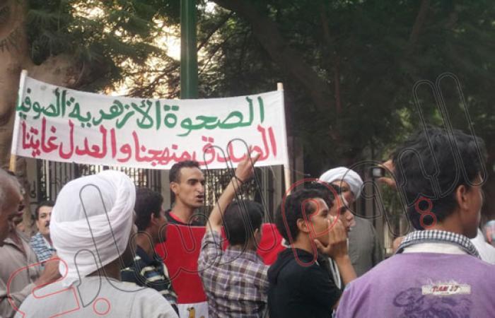 العشرات يتجمعون للتظاهر بأسيوط للتأكيد على مكاسب ثورة 30 يونيه