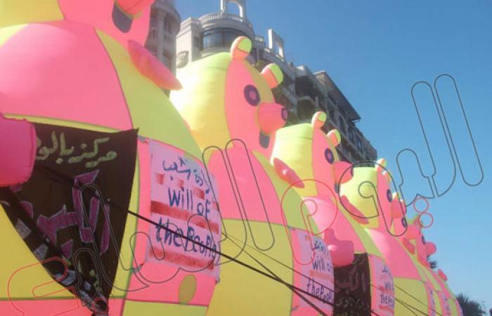 ثوار بورسعيد يطلقون رسائل لسفن العالم للتأكيد على ثورة الشعب