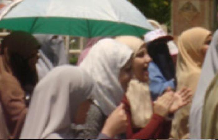 أهالى شبين القناطر يشيعون جنازة شهيد الشرطة