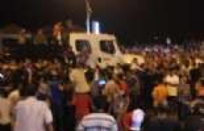 "متظاهرو سيدي جابر يحاولون تحطيم محل حلواني لاعتقادهم أنه ""مخزن سلاح للإخوان"""