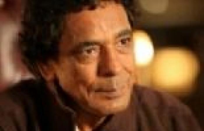 محمد منير يتقدم الحضور في عزاء إبراهيم يوسف
