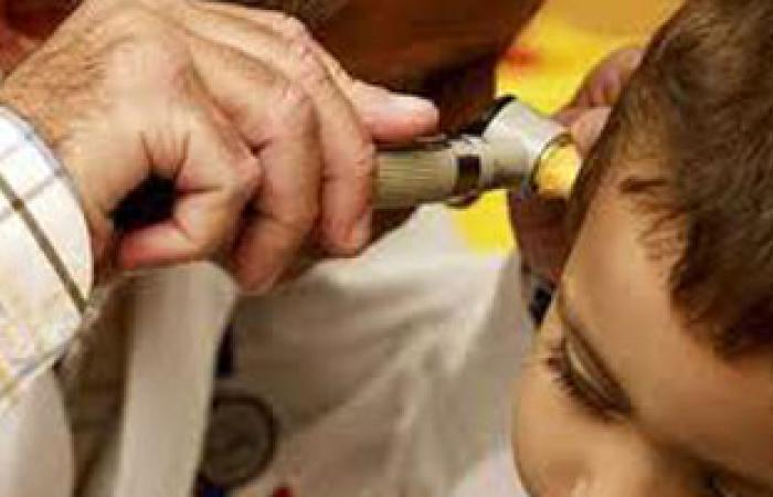 كيف تحمى طفلك من التهاب الأذن الوسطى؟