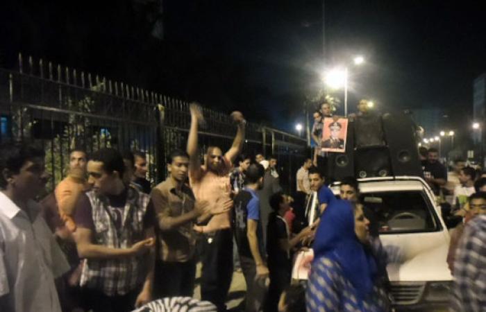 بالصور.. مسيرة حاشدة لأهالى دمنهور لدعم السيسى