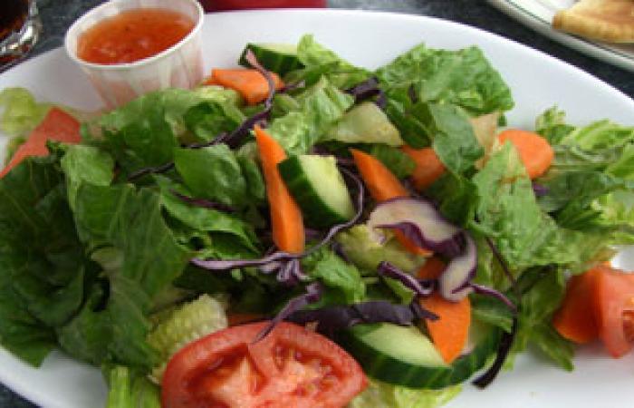 أطباء: طبق سلطة خضراء يوميا يحميى الحامل من الأنيميا