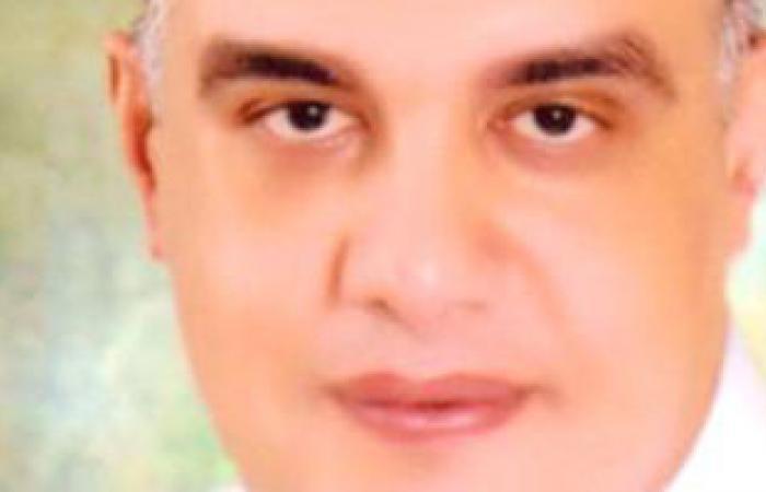 محافظ أسوان يكافئ 3 من التفتيش الصيدلى لضبطهم 32 ألف قرص مخدر