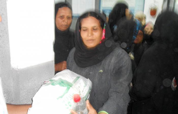 """جمعية خيرية توزع 6000 """"شنطة رمضانية"""" على الأسر الفقيرة بأسوان"""