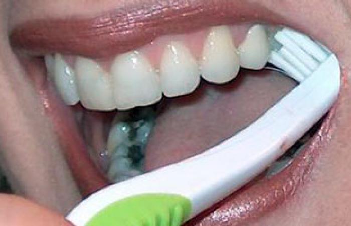 مياه الحنفية تقى من التسوس لاحتوائها على الفلوريد المقوى للأسنان