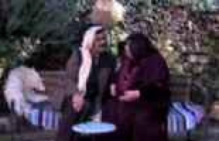 """الحلقة (14) من """"حدود شقيقة"""": مختار """"أم النار"""" يتفاوض مع أهالي الضيعة في جلسة حوار"""