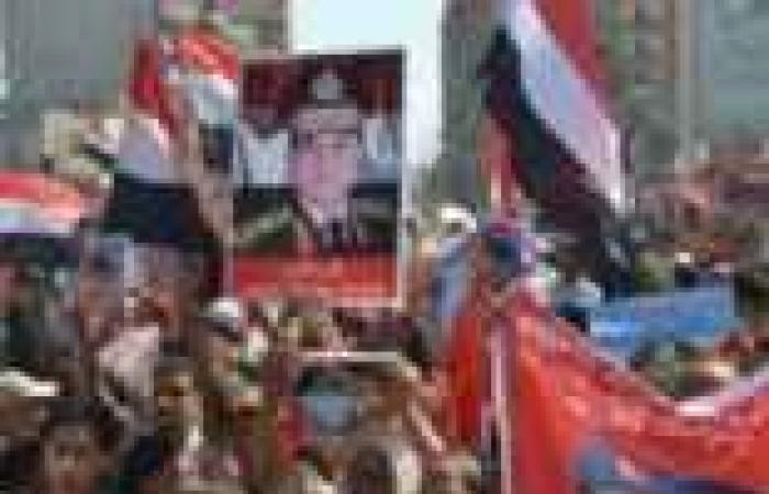 متظاهرو دمنهور يرفعون صور أوباما ملتحيا.. والسيسي تاج على رؤوهم