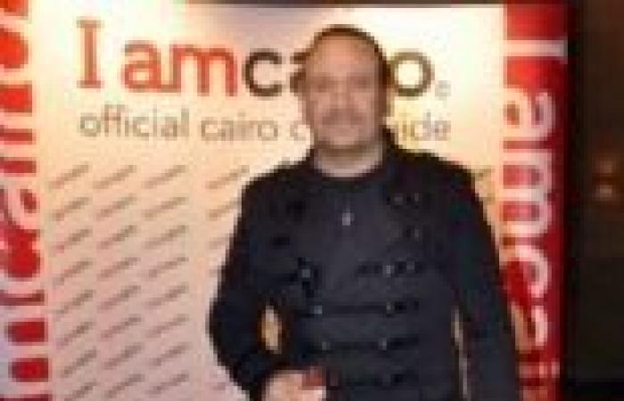 """هشام عباس يصعد إلى منصة """"التحرير"""" لتقديم فقرات غنائية"""