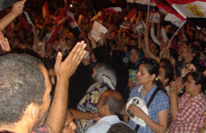 """أمين الدشناوى يشعل حماس متظاهرى قنا بأنشودة """"صباح الخير يا مصر"""""""