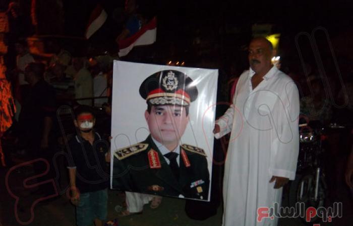 بالصور.. محكمة شعبية لقيادات الإخوان بميدان الأربعين بالسويس