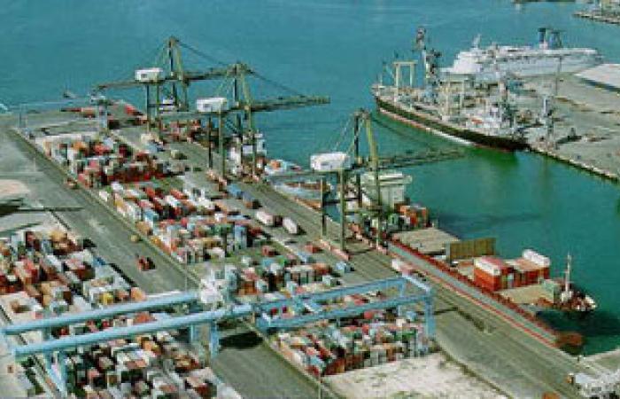 وصول أربع عبارات تحمل 966 سيارة إلى ميناء الإسكندرية