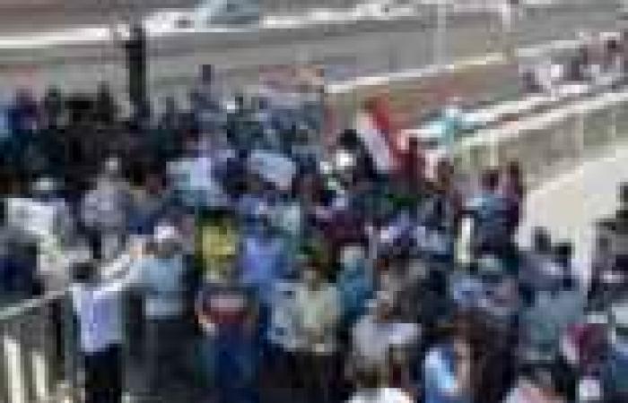 الأهالى يجبرون الإخوان على فتح طريق الحسينية العام