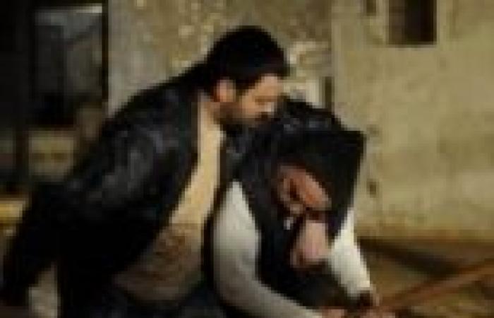 """الحلقة (18) من """"الصقر شاهين"""": """"فؤاد"""" يحرض على حرق مركب """"حسان"""".. و""""تيم"""" ينقذها في آخر لحظة"""