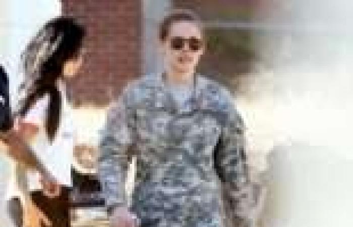 بالصور| كريستين ستيوارت تظهر بملابس عسكرية في فيلمها الجديد Camp X Ray