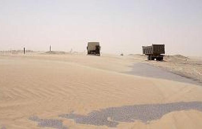 إغلاق طرق النعيرية بزحف الرمال .. والصيانة غائبة