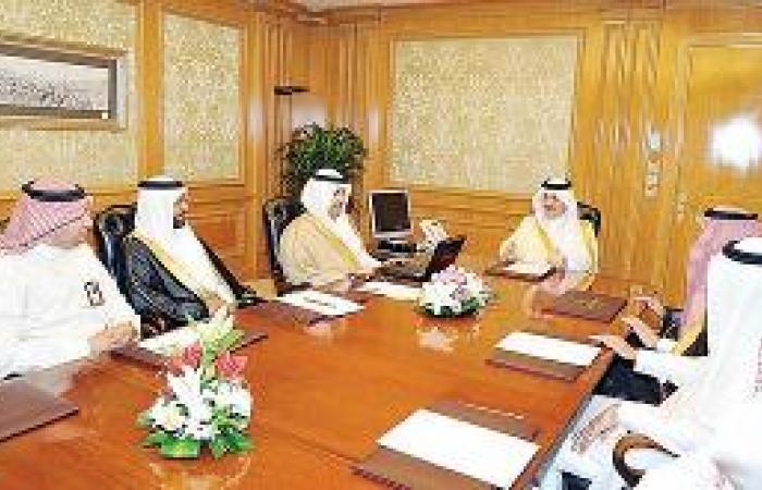 الأمير سعود بن نايف يحث على حسن استقبال المراجعين