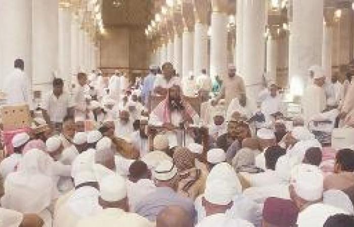 حلقات المسجد النبوي تجمع المسلمين من أنحاء المعمورة