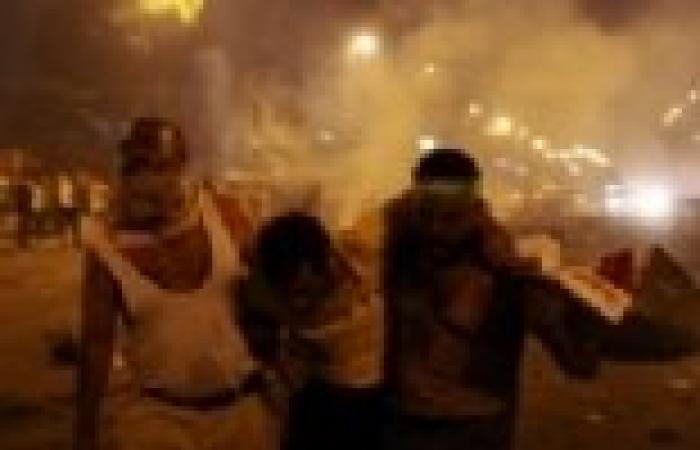 20 مصابا وتحطيم زجاج السيارات إثر اشتباكات بين مؤيدي ومعارضي مرسي في طنطا