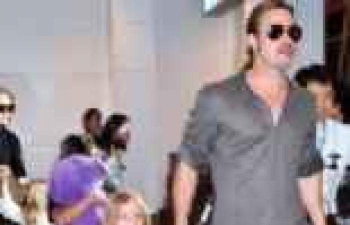 بالصور| الجمهور في اليابان يستقبل براد بيت وأنجلينا جولي في المطار